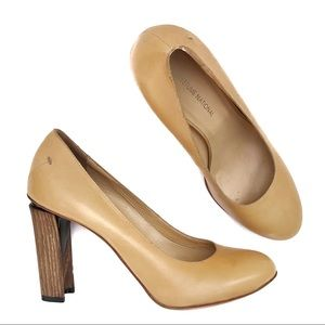 CoSTUME NATIONAL Tan Leather Wooden Heel Shoes 38